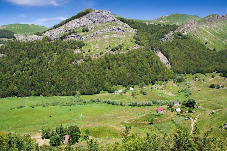 On our way to Bukumirsko lake. The mountains in Montenegro are beautiful! | Při cestě k Bukumirskému jezeru. Černohorská krajina je překrásná!
