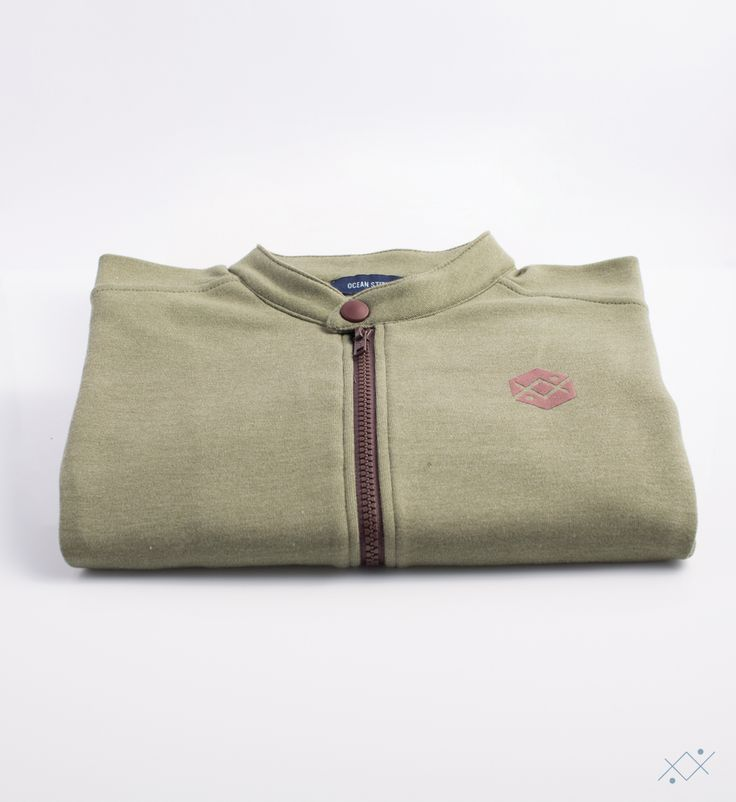 Fleece cotton on kaki mélange color. Mao Collar with a snap at top and zipper in tonal color.  Ocean Stitch - small details proudly made in Portugal