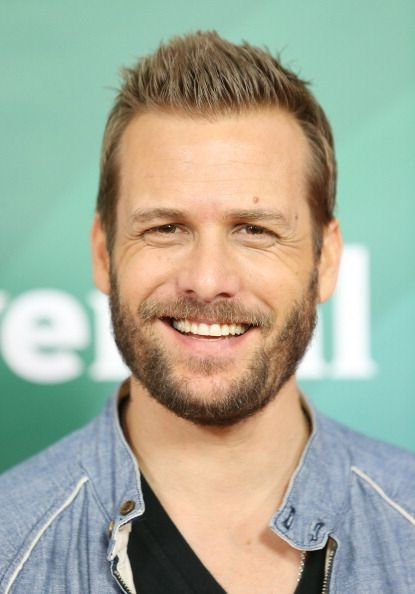 Gabriel Macht. Nato nel Bronx (N.Y.) da una famiglia ebraica, all'età di cinque anni si trasferisce con la famiglia in California, dove in seguito studia alla Beverly Hills High School e al Carnegie Mellon College of Fine Arts. Debutta a soli otto anni sotto il nome di Gabriel Swann in Why Would I Lie?, per il quale riceve un nomination agli Young Artist Awards.Torna al cinema all'età di ventisei anni