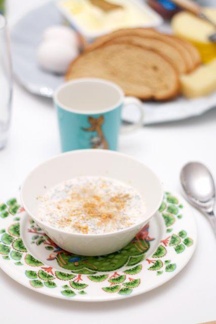 Christmas porridge from chia seeds, oats and almond milk. Hämmentäjä: Erilainen joulupuuro chiansiemenistä, kaurahiutaleista ja mantelimaidosta
