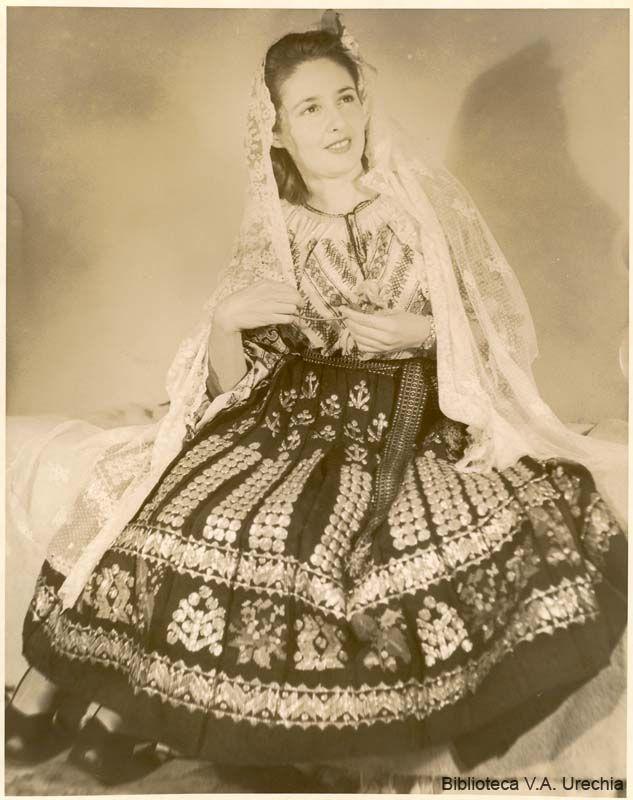 Costumul romanesc/Romanian folk costume
