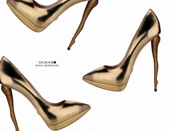 Leg heel in gold.