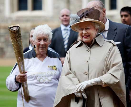 Giochi, la torcia arriva a Windsor dalla Regina