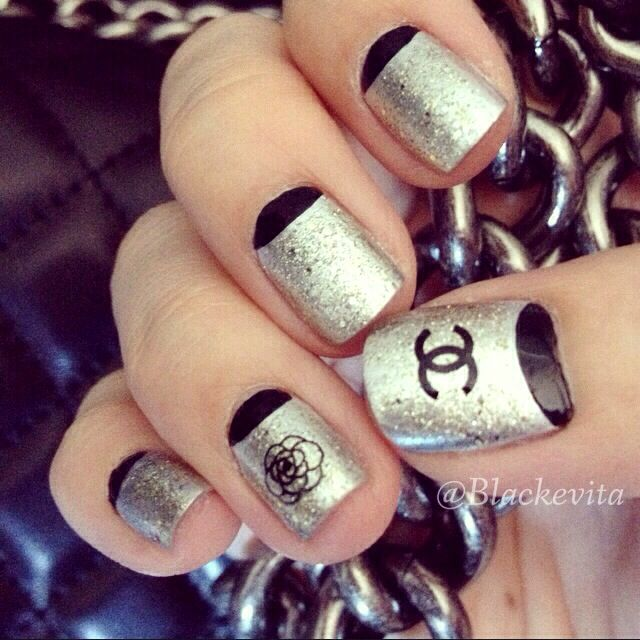 Nails_Black Crescents