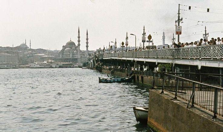 Galata Köprüsü ve Yeni Cami / 1981 Manfred Lentz izniyle yayınlanmıştır: http://reiselust.me/ http://ift.tt/28TQU4X
