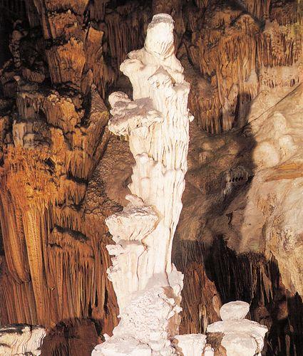 Grotte des Demoiselles, Vierge à l'Enfant, France