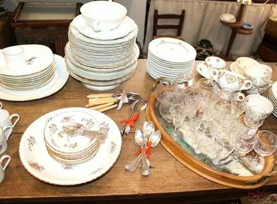 Vajilla, cubertería y cristalería antigua para preparar tu mesa de navidad. #decoracionvintage #brocante #decotable #vajillaantigua #limoges #porcelanafrancesa #masphere #cuberteriasantiguas #decoracionmesa