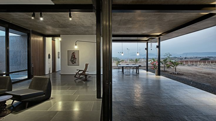 Casa Deolali / SPASM Design Architects