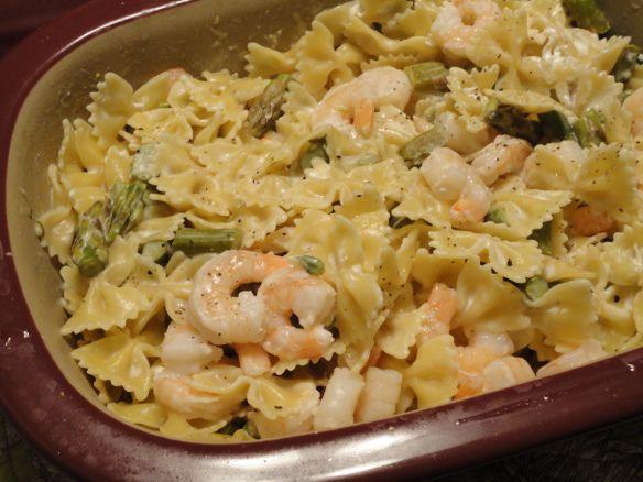 Deep covered baker shrimp or chicken with asparagus Alfredo