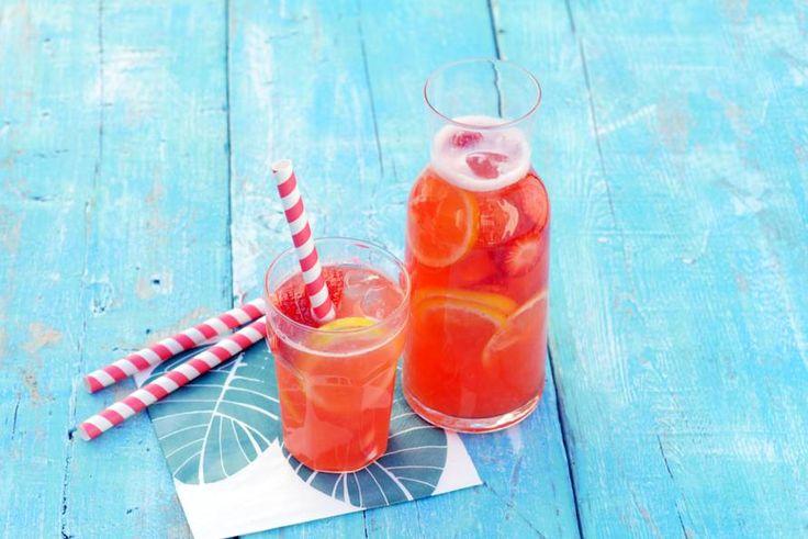 Zelf limonade maken? Eitje! En het is ook nog een stuk gezonder dan uit een fles - Recept - Allerhande