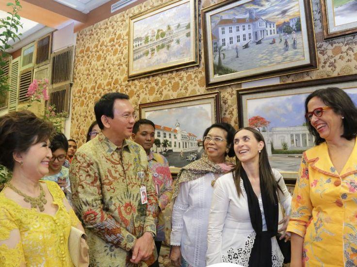 Basuki melihat pameran kerajinan di Gallery Dekranasda Provinsi DKI Jakarta
