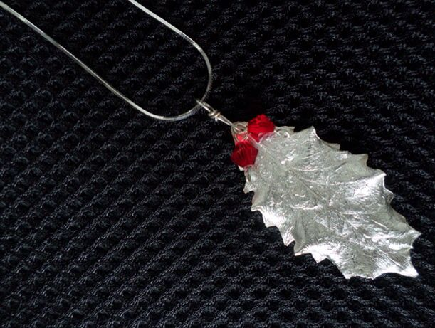 Flux Jewellery School competition entry. Beautiful pendant by Christine Ashton 'it makes me feel festive when I wear it'.
