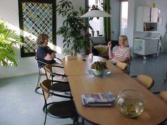 Een hospice biedt aan mensen in hun laatste levensfase, op een heel persoonlijke manier, alle nodige zorg in een rustige huiselijke sfeer waar ook hun naasten van harte welkom zijn. Het is de wens van veel mensen thuis te kunnen sterven. Te midden van de mensen die hen lief zijn en in de omgeving die hen vertrouwd is. Om tal van redenen is het niet altijd mogelijk die wens in vervulling te laten gaan maar ook kan men bewust een keus maken om thuis niet te willen sterven.