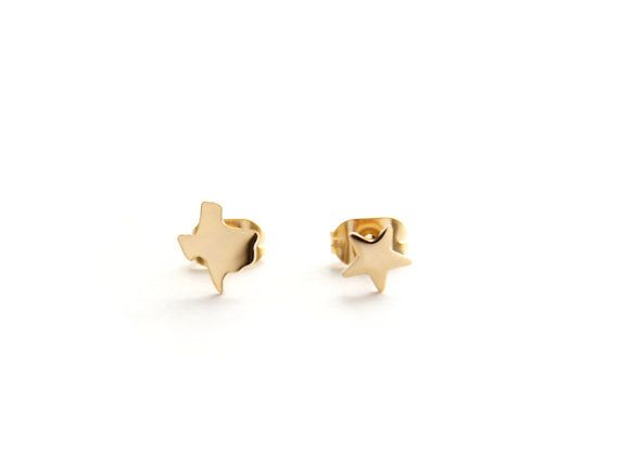 Tiny Texas state paired with a cute little star. Perfect duo to show off your TX pride!  Available in 24k gold plate, surgical steel Measures 0.25 inches tall Comes with one (1) TX state and one (1) star stud Hypoallergenic Packaged in a gift ready box Made in Los Angeles, California  We strive to use the finest quality materials in the industry to create each Seoul Little piece so that your jewelry can be treasured forever. We are extremely proud of our tried and tested plating process…