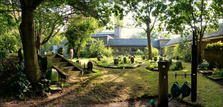 Op de begraafplaats Driehuis-Westerveld nabij IJmuiden, 4 sep 2013...