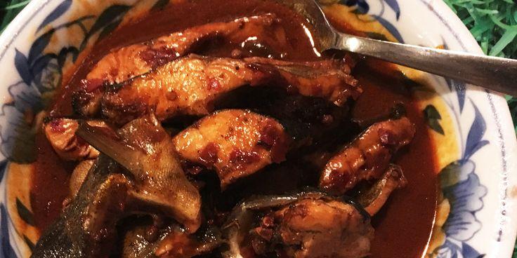 'Idiote aubergines' noemde de kok bij de Chinese Muur in Bejing (China) dit groentegerecht. Gestoofde aubergines met soja, azijn en paprika.