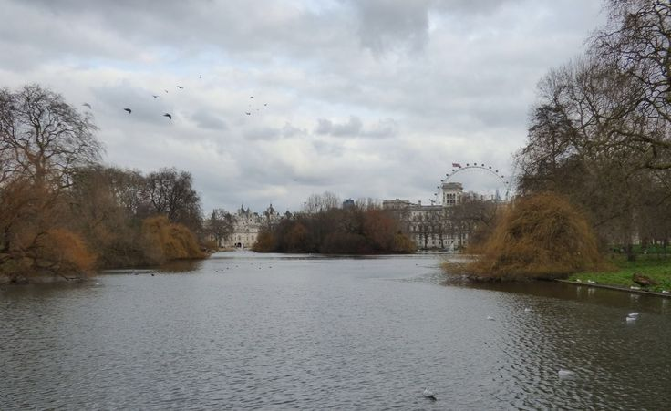 This is the oldest regal park in London, near the Buckingham Palace, in the city of Westminster : the St. James's Park. From here a wonderful view of the London Eye, the Shell Tower and the Foreign and Commonwealth Office. Gorgeous.