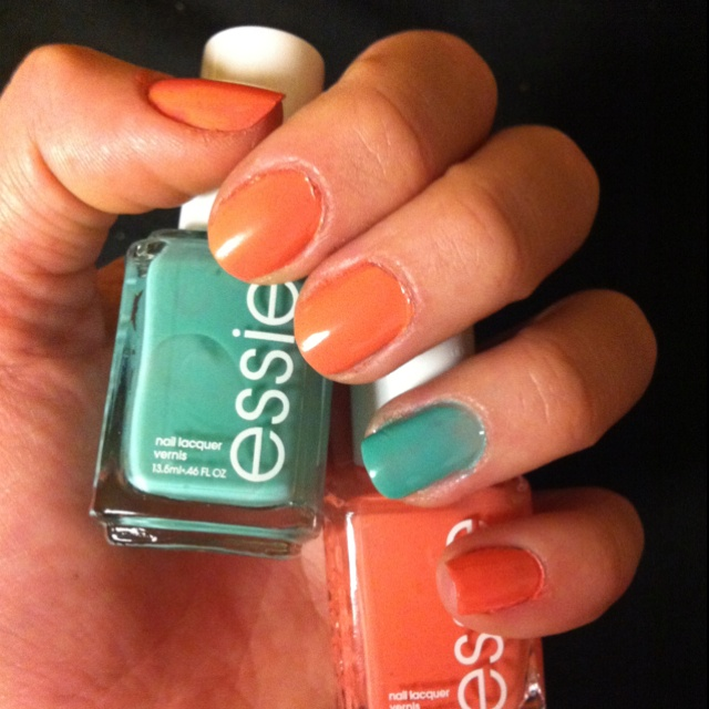 great way to incorporate tangerine AND mint nail trends for summer!