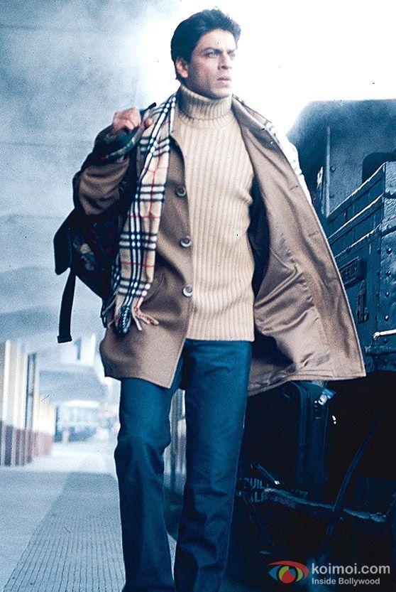Shah Rukh Khan at the station in Main Hoon Na Movie