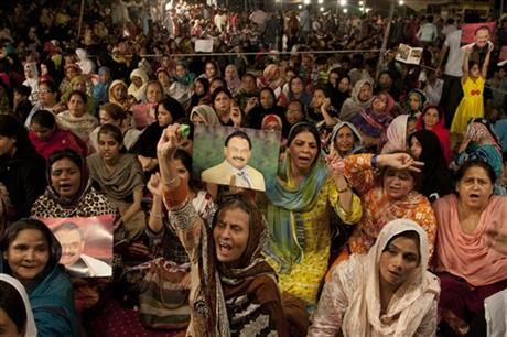 Supporters of the Muttahida Qaumi Movement, or MQM, one of Pakistan's major political parties, attend a sit in protest condemning the arrest in London of its leader, Altaf Hussain, in Islamabad, Pakistan, Wednesday, June 4, 2014. (AP Photo/Shakil Adil) ▼7Jun2014AP|London police release top Pakistan politician http://bigstory.ap.org/article/london-police-release-top-pakistan-politician #Islamabad
