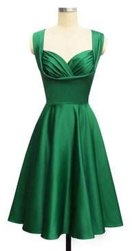 I want it! Where can I get this?   Vestidos / Dresses; a stunning emerald green cocktail dress