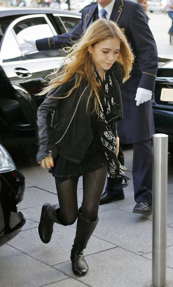 OLSENS ANONYMOUS MK MARY KATE OLSEN ALEXANDER MCQUEEN SKULL PRINT SCARF DISTRESS TEE TSHIRT COWL NECK WATERFALL LEATHER JACKET RICK OWENS STRIPE TIGHTS FLAT KNEE HIGH LEATHER BOOTS KNEE HIGH BOOTS RED HAIR AUBURN HAIR RUNNING RITZ HOTELPARIS 2006 photo OLSENSANONYMOUSMKOLSENSKULLSARFKNEEHIGHBOOTSPARIS2006.jpg