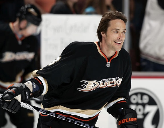 """""""Congrats Teemu Selänne for passing Jarri Kurri on all time points by a Finn in the #NHL. Now at 659+740 = 1399."""""""