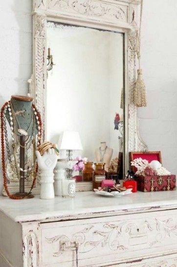 Comò per camera da letto vintage - Arredo in legno invecchiato con specchio in coordinato