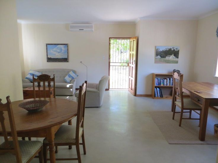 21 Canterbury, 1 bedroom spacious apartment in quiet secure area of Gallo Manor, Johannesburg. Close to Woodmead, Rivonia and Sunninghill.