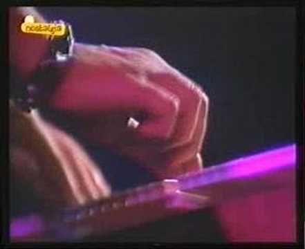 Golpes Bajos - No Mires A Los Ojos De La Gente (directo en Musical Express 1984)