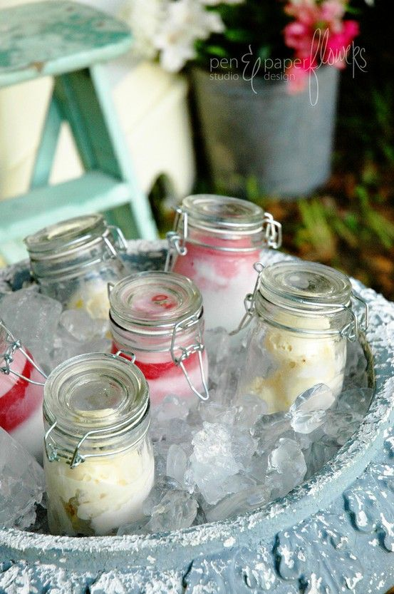 Fill mini mason jars with ice cream or Italian ice (this example uses lemon sugar cookie ice cream and strawberry/lemon swirled Italian ice) and place atop a large bucket of ice. Add a table of toppings for an outdoor do-it-yourself ice cream bar. Brilliant!