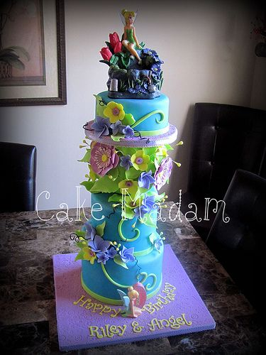 I love tinkerbell hope that one day i could make something like this cake!