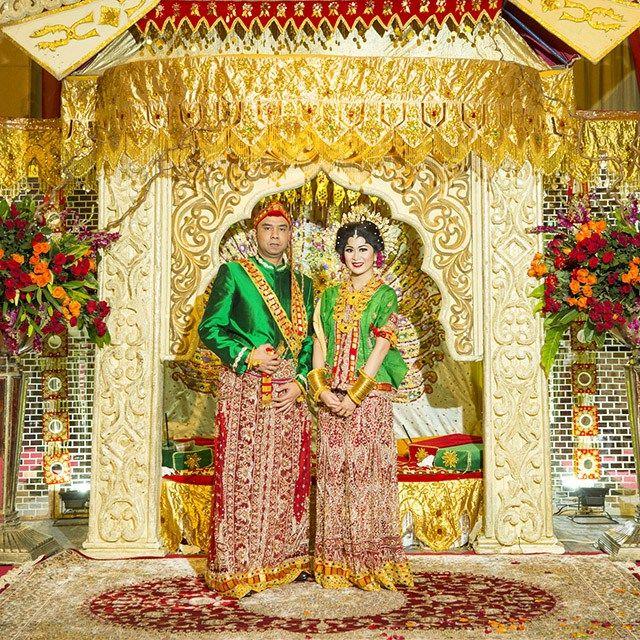 Bagaimana keseruan pernikahan adat Bugis Makassar yang diselenggarakan di Ritz Carlton Mega Kuningan? Yuk simak cerita Fauziah dan Troy selengkapnya.