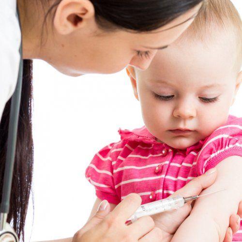 Une série de vaccins est prévue pour immuniser votre enfant contre des maladies infectieuses. Voici des réponses aux nombreuses questions que vous vous posez au sujet de la vaccination.