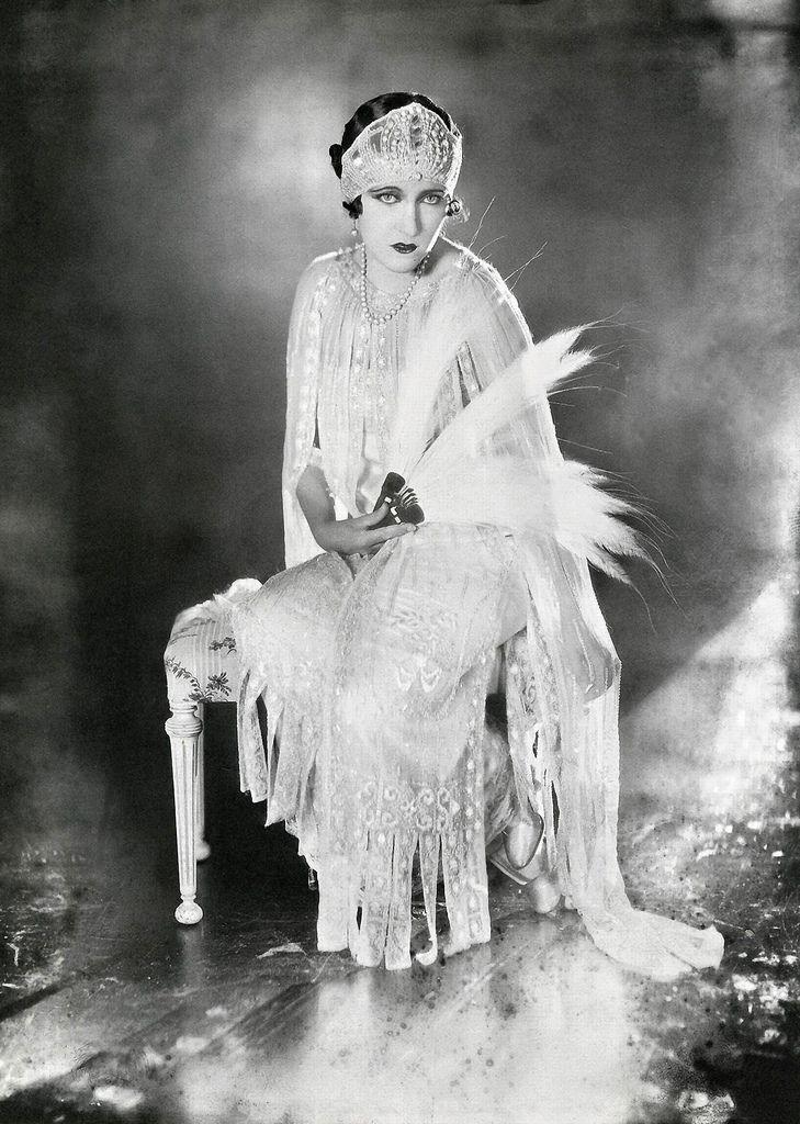 Gloria Swanson, 1921-Photographer: James Abbe
