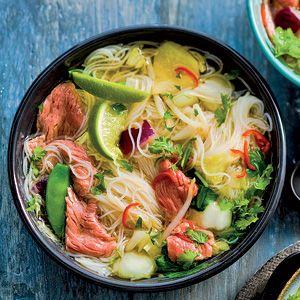 Snelle pho soep met mihoen en biefstuk