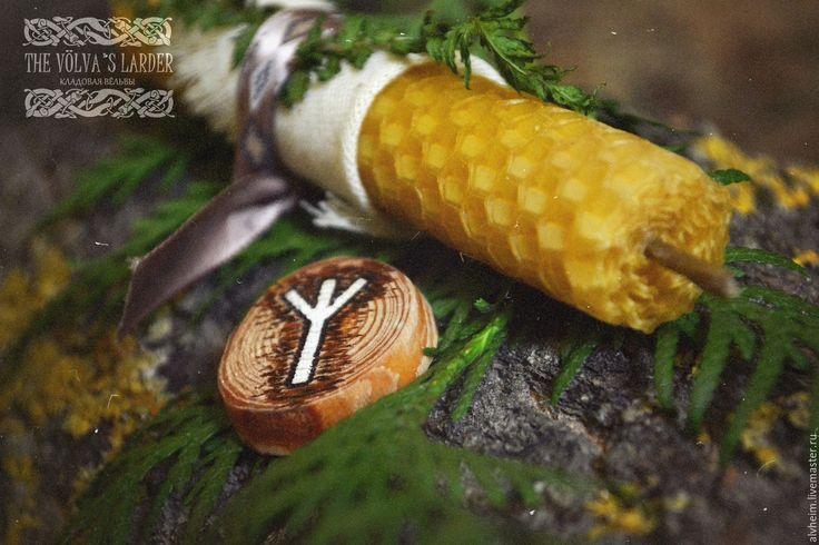 """Купить Свеча из вощины """"Algiz"""" - желтый, зеленый, папоротник, руны, магия, травы, травяная свеча"""