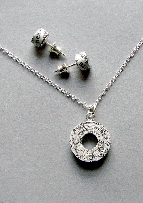 recycled newspaper jewellery set   @blureco
