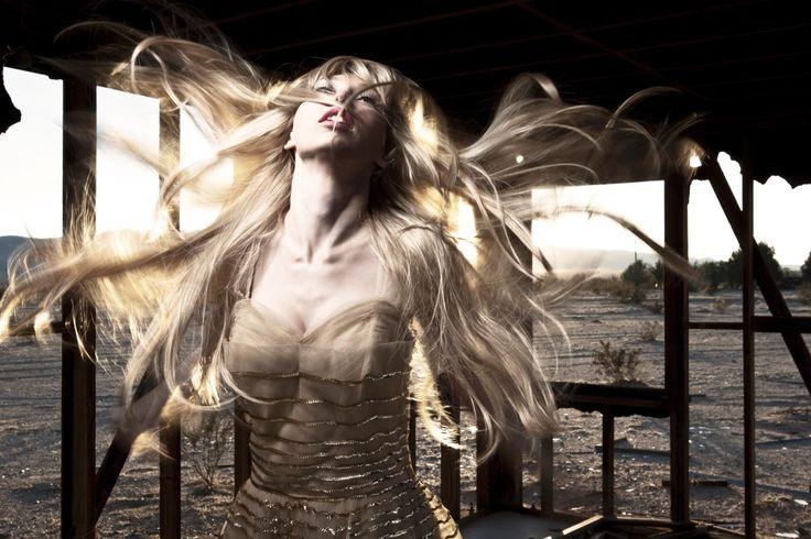 Одинокие женщины со всех уголков света. Они великолепны - Pics.Ru
