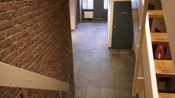 Goedkope Opslagruimte in Apeldoorn voor particulieren en bedrijven, Salland Storage speelt in op de behoefte naar het huren van goedkope veilige tijdelijke opslag, inboedelopslag, opslagruimte, kantoorruimte, bedrijfsruimte, praktijkruimte en vergaderruimte voor de stedendriehoeken Deventer, Twello, Zutphen, Arnhem, Apeldoorn en Zwolle voor zowel particulieren als bedrijven.