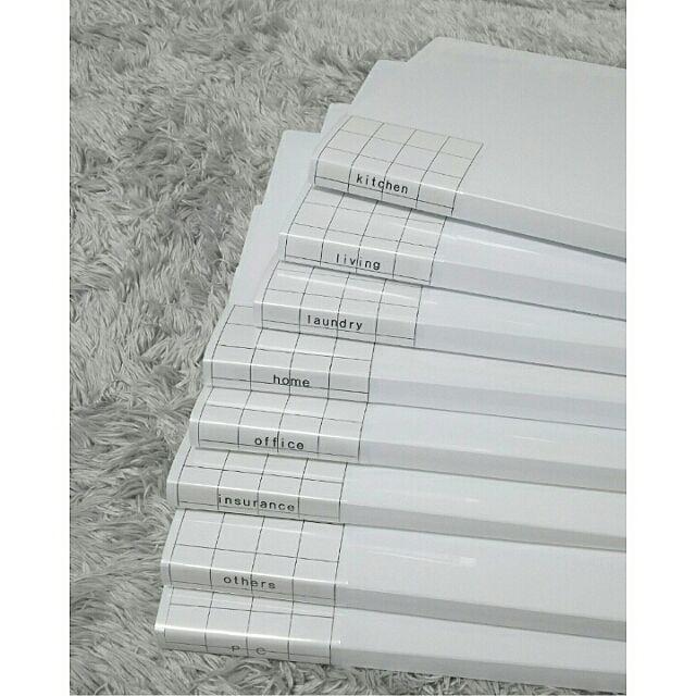みなさんはご家庭で必要な書類をどのようにまとめていますか?今回のご紹介では、プチプラでできる収納術が満載です。これらのアイテムを使えば、なくしてしまいがちな書類もじょうずに収納できますよ。ステキなアイデアを見ていきましょう。