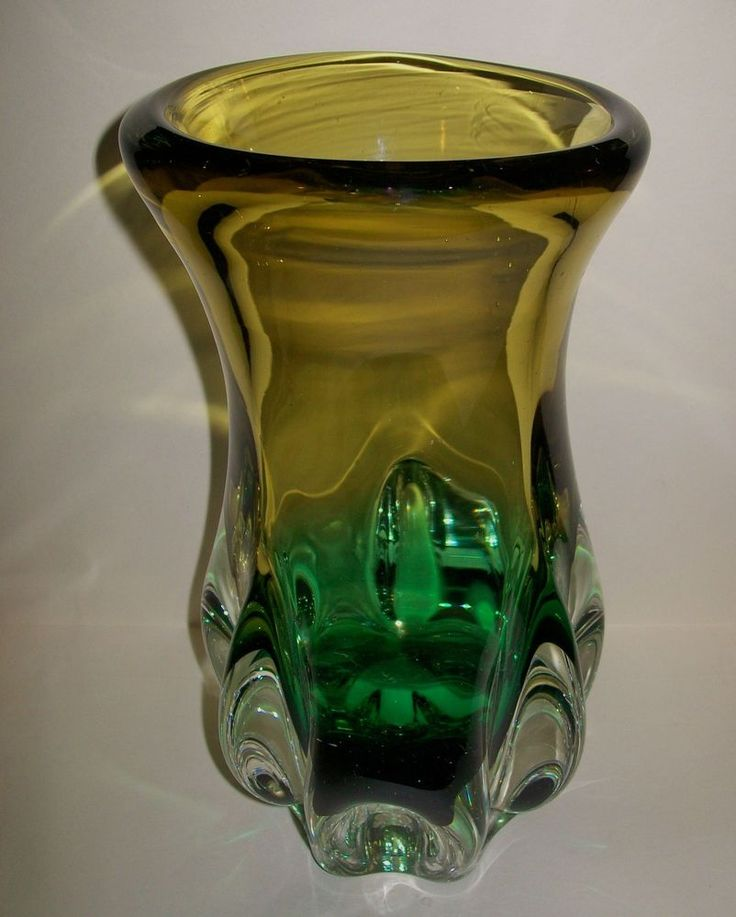 LARGE 70 s RETRO HEAVY/CHUNKY  SANYU  GLASS VASE - made in Japan 21.5cm