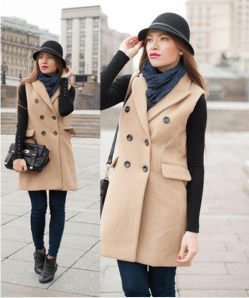 Бежевое пальто, тёмно-синие джинсы, сумочка, ботиночки, шляпа