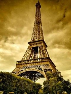 eiffel tower paryż