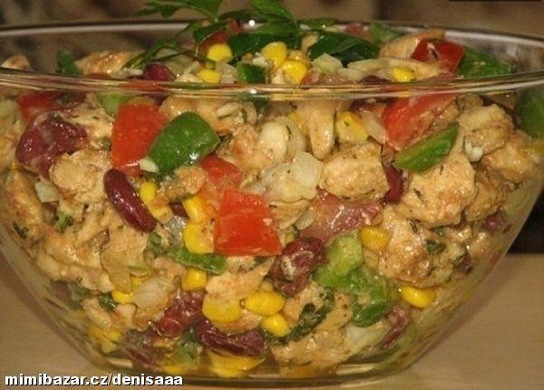 Kuřecí salát s fazolema s medově hořčicovým dresinkem