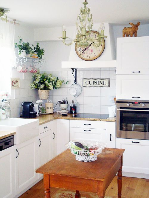 18 best images about kitchen in the style of provence on for Small french kitchen design