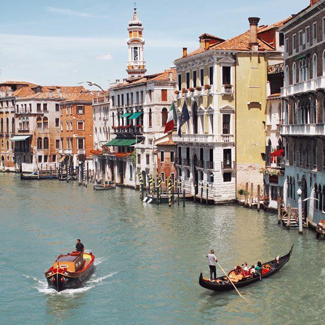 ❤️ . . . . . . . . . . . . . . #venise #venezia #venice #italy #italia #italianplaces #discoveritaly #grandcanale #grandcanal #veniceitaly #traveltheworld #travelgram #traveller #travelphoto #travelling #beautifuldestinations #wanderer #travelstoke #instatravel #discoverearth #ourplanetdialy #wanderlust #neverstopexploring #exploremore #explore #mediterranean