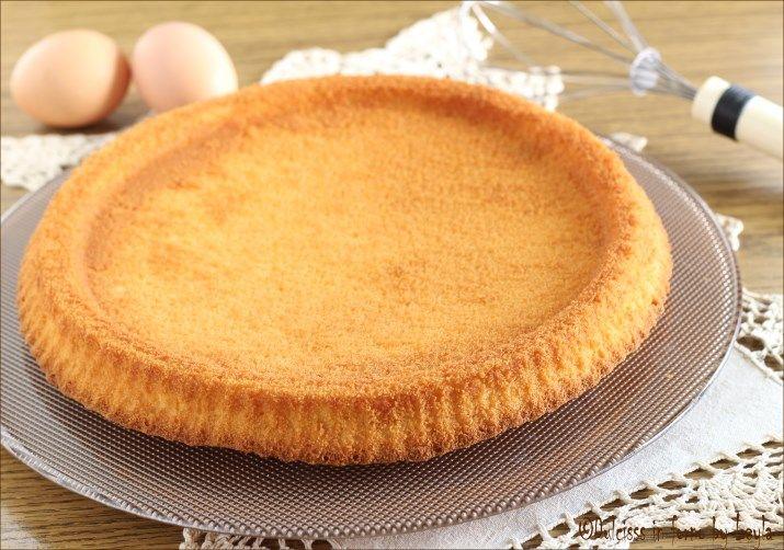 Base per crostata morbida alla frutta o cioccolato o nutella: una base veloce per creare una torta morbida con l'aspetto di una crostata ! Comodissima !