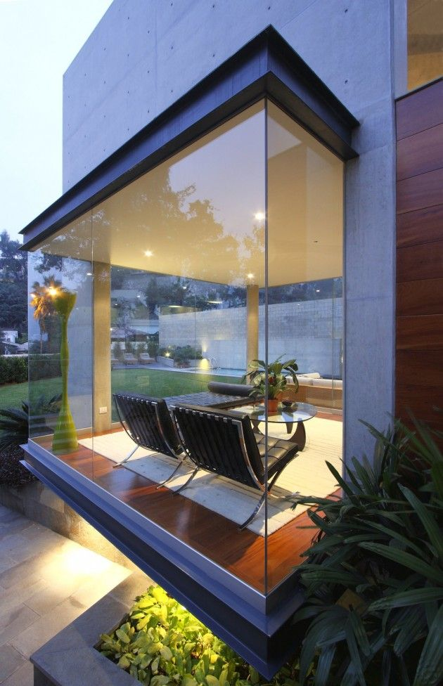 S House by Domenack Architects - love the transparent quality of this modern house that opens the back yard to the living room with seamless glazing