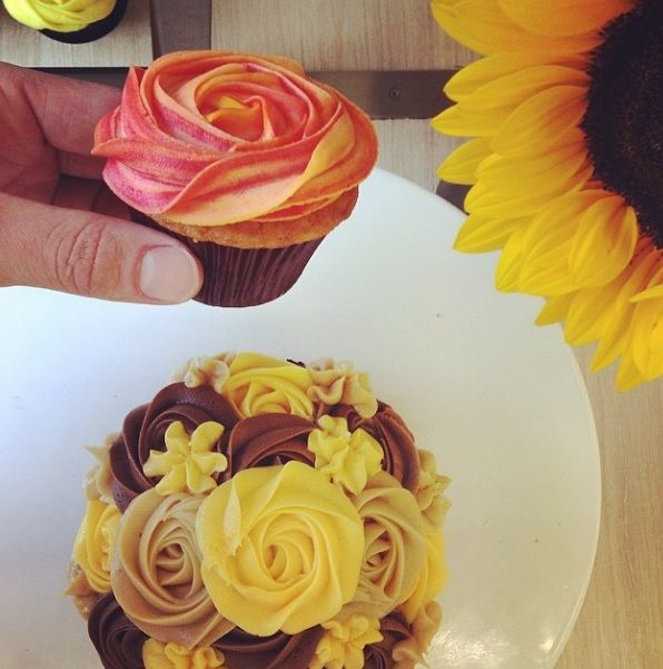 Petal Topcake - Chocolate Cake Sponge with Espresso, Chocolate and Salted Caramel Cream Cheese Icing #petalcupcakes [6 inches] - Top cupcake [Tropical Mango]
